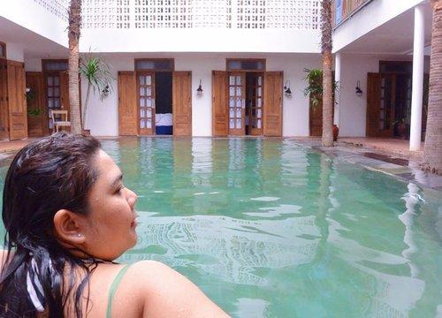 #majorthrowback dalam rangka: Kangen Jogja, sungguh 😍 . Terakhir ke sana dan mencoba menginap di @adhisthana lalu sampai sekarang gagal move on dan berharap bisa nginep lagi di sana atuhlah ❤️ . Kangen pagi - pagi berenang sehabis sarapan. Btw, you need to try their sausage. Yumm! 👌🏻 . 📍Adhisthana Hotel, Yogyakarta . #clozetteid