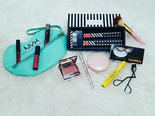 My Makeup Pouch 💄👄 Beberapa tools makeup yg selalu ada di dalam tas..