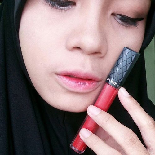 try to make gradient lips today with Revlon Colorburst 018 fire feu 💋...#makeup #mootd #clozetteid #lipstick #revlon