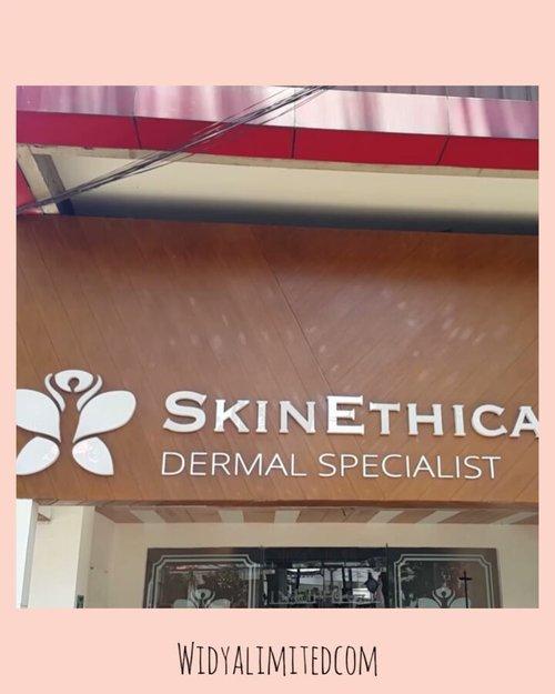 Awal Maret kemarin aku nyobain facial di Skin Ethica Bandung dan ternyata enak banget loohh.. Pijatannya gak cuma area wajah, tapi sampai punggung dan lengan 😍Ekstraksi komedonya juga bersih, tempatnya juga cozy banget.. Kalau udah gak harus #dirumahaja , aku pasti bakal balik lagi siih 😻Uniknya lagi, klinik ini merupakan klinik yg kental dengan unsur Bali, baik suasananya, aromaterapi nya, terapisnya dan juga lagu2 yg diputarnya, serasa lagi treatment di Bali 😍Selengkapnya cek di Youtube aku ya gengs, link di bio atau swipe up di story aku 😘Kalau sekarang sih harus tahan tahan dulu ya gengs, semoga badai segera berlalu 🙈#skinethica #skinethicaclinic #skinethicabandung #clozetteID #widlimskincare #klinikkecantikan #klinikkecantikanbandung #bandungbeautyblogger #bandungbeautyvlogger #beautygoersID #indobeautysquad