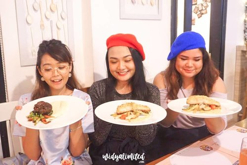 Having a good time with good friends at the good place 😍.[My Belly Says] section is up on my blog! Kindly read it girls, it's about @gastromaquia Jakarta 😍.Click link on bio, then click num 2 on the blog section! They have Christmas Set Menu thats soo yummy 😋..@clozetteid #Clozetteid #GASTROMAQUIAXClozetteIdReview #gastromaquia #gastromaquiajkt #fromMadridtoJakarta #Gastronavidad...#BeautygoersID #widlimjajan #widlimHR