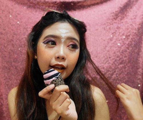 Bentar lagi puasa gengs, siapa yg tujuan puasanya adalah diet? 😂😂.Btw a little #throwback , this is my very first makeup ala-ala festive 😂😂Lg nyari file di leppie eh malah nemu ini 😂.#cupcakes #festivemakeup #festivalmakeup #bloggermafia #clozetteid #beautygoersid
