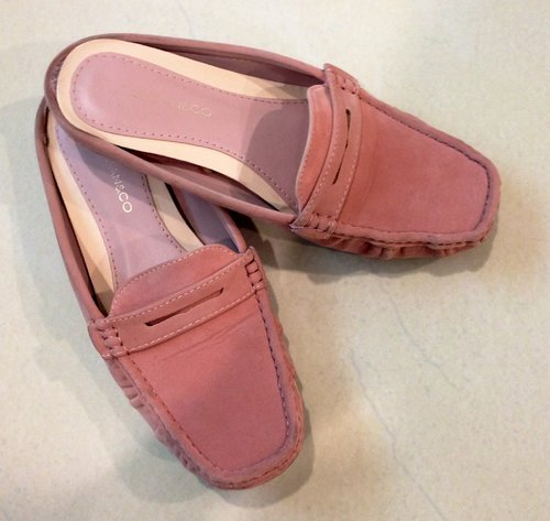 Friends Inspiration - NF pink comfortable shoes for soft look.