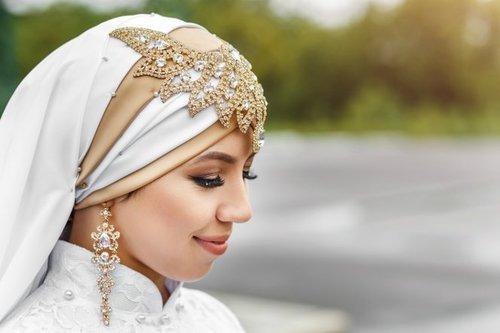 Tips Pakai Perhiasan untuk Hijabers
