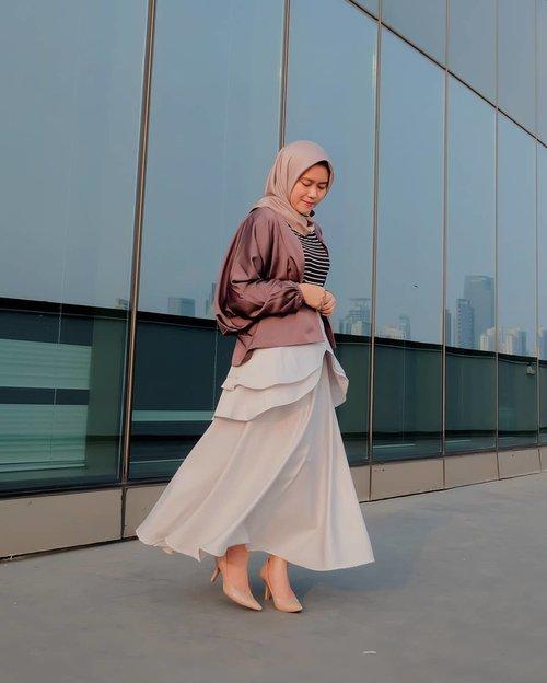 Buat aku, penting banget buat punya outfit yang nggak cuman nyaman di lihat, namun juga nyaman di kenakan. Naah di @apriliaid ini, kamu bisa banget temuin semua outfit yang kamu mau, mulai dari outer, blus, celana dan rok. Varian ukuran warnanya juga banyak! Yaampun kemana aja aku baru tau yaa 🤭🤭 . - 📸 by : @nisameidina#mahan #mahanwanderdiary #clozette #clozettedaily @clozetteid#terfujilah #fujifilm #gofujifilm #gofujifilm #vscocam #vsco #fujifilmxa2 #fujifilm_global #WearAprilia #FriendsofAprilia #ClozetteIDReview #ClozetteID