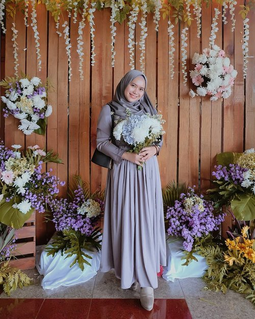 #bridesmaid on duty . .Pasmina platinum silk by @mahan.id . .#clozette #clozetteid #clozettedaily #clozetter #random #throwback #clozetteIDPOTW @clozetteid #kondanganootd #inspirasikebayawisuda #inspirasikebaya #inspirasikebayamodern #kondangan #kebaya #dresskondangan #ootdkondangan #ootdidku #ootdkondangan