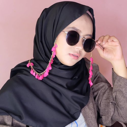 Welcome, June! .Pink lily Glasses strap from @tanganmanis .Thanks! #iweartanganmanis #tanganmanisxme #tanganmanis #supportlocalbrand #clozette #clozetteid #clozettedaily