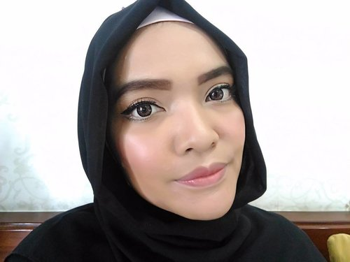 """<div class=""""photoCaption"""">My today make up is to try my new liquid liner from maybelline and trying a dewy look with highlight for a healthy glowing skin, yet my nose still look big 😂<br /> <br /> Here they are my today makeup weapons 👇<br /> <br /> @benefitindonesia the Porefessional Face Primer<br /> @revlonid Color stay foundation and concealer Natural Beige<br /> @bourjois_id Silk edition compact powder<br /> @sephoraidn  microsmooth baked sculpting trio, for my blush on and highlight<br /> @maybelline hyper matte liquid liner<br /> @sephoraidn outrageous curl volumizing mascara<br /> @thebrowgal pencil no. 01, for my brow, and highlighter pencil no.2 for my water highlight<br /> And a pink lips by @shiseidoid perfect rouge RD 142<br /> <br />  <a class=""""pink-url"""" target=""""_blank"""" href=""""http://m.id.clozette.co/search/query?term=sephoraIDNBeautyInfluencer&siteseach=Submit"""">#sephoraIDNBeautyInfluencer</a>  <a class=""""pink-url"""" target=""""_blank"""" href=""""http://m.id.clozette.co/search/query?term=ClozetteID&siteseach=Submit"""">#ClozetteID</a>  <a class=""""pink-url"""" target=""""_blank"""" href=""""http://m.id.clozette.co/search/query?term=makeup&siteseach=Submit"""">#makeup</a>  <a class=""""pink-url"""" target=""""_blank"""" href=""""http://m.id.clozette.co/search/query?term=makeupjunkiee&siteseach=Submit"""">#makeupjunkiee</a>  <a class=""""pink-url"""" target=""""_blank"""" href=""""http://m.id.clozette.co/search/query?term=beautyjunkiee&siteseach=Submit"""">#beautyjunkiee</a>  <a class=""""pink-url"""" target=""""_blank"""" href=""""http://m.id.clozette.co/search/query?term=instamakeup&siteseach=Submit"""">#instamakeup</a>  <a class=""""pink-url"""" target=""""_blank"""" href=""""http://m.id.clozette.co/search/query?term=instadaily&siteseach=Submit"""">#instadaily</a>  <a class=""""pink-url"""" target=""""_blank"""" href=""""http://m.id.clozette.co/search/query?term=highlights&siteseach=Submit"""">#highlights</a>  <a class=""""pink-url"""" target=""""_blank"""" href=""""http://m.id.clozette.co/search/query?term=thebrowgal&siteseach=Submit"""">#thebrowgal</a>  <a class=""""pink-url"""" target=""""_blan"""