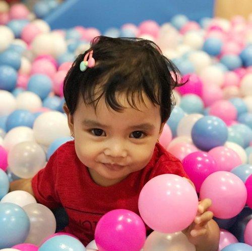 Senyum Penuh Makna #AairaFahima  Colek ayah @ben_yitzhak . #ClozetteID #kids #instakids #playtopia