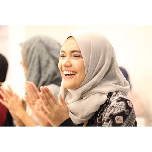 I choose to be happy. #selfreminder smbil narsis 😁 #happy #quote #smile #ClozetteID #candid #bigsmile #laugh #hijab #hijabers #fashion #style #selfie
