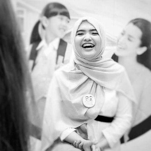Challenge accepted @ade_novita @shintapriantika @adegusti .Among all the criticism, I know, that we woman can take care of each other..#throwback my big grins in sharing session @senyumsikecil and parents about kids dental health.Kinda miss this moment tho' Sending virtual hugs to all moms that actively learn about their kids health..#womansupportingwomen #momlife #ClozetteID #senyumsikecil
