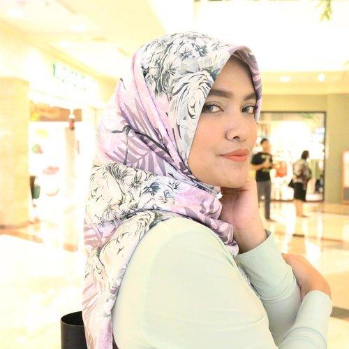 Dulu beli hijab ini @mounya.store , untuk hadiah ke Ibu guru Celina, tapi malah jadi naksir sendiri sm motif dan warnanya.  Bahan ga licin dan adem, tanpa sadar jadi dipake terus.  #ClozetteID #HOTD #hijab #maxmara #selfie #canoneos70d #mommyblogger #lifestyleblogger