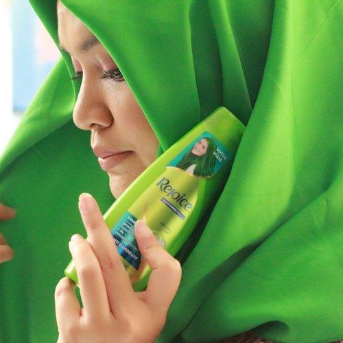 Buat para hijabers, yang punya masalah kulit kepala gatel, gerah, rambut rontok dan kusut, this produk is worth to try. cuma 19ribu aja kok.Baca review ku di blogpost aku yuk, Press Ctrl-c to copybit.ly/AkuHijabisa (link active ada di bio)jangan lupa comment and share, masukan kalian sangat berarti.#RejoiceSisters #Rejoice3in1XIHB #Hijabisa #green #beautyblogger #hijabblogger #indonesianhijabblogger #mommyblogger #beautyenthusiast #beautyjunkiee #shampoo #skincare #review #recommended #instadaily #canoneos70d #instagood #selfie #fashion #hijab #ClozetteID