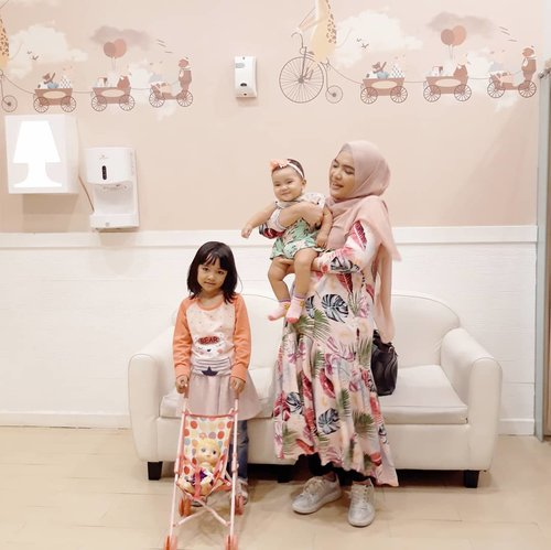 Ruang bayi yang bikin betah di PIM 🤪..Tanya kenapa rajin banget kepim 🤣.#ClozetteID #mommyandme #AlikaCelina #AairaFahima #pink #momlife #potd