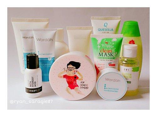 Beberapa senjata tempur yang aku punya untuk mengatasi masalah oily & acne skin yang aku alami 😀Deets :💟 Pyunkang Yul Acne Facial Cleanser, Pyunkang Yul Acne Toner & Pyunkang Yul Acne Cream.💟 Wardah Acnederm Pore Blackhead Balm, Wardah Acnederm Day Moisturizer, Wardah Acnederm Acne Spot Treatment Gel.💟 Viva Milk Cleanser Green Tea & Viva White Clean Mask Refreshner For Oily & Acne Skin.💟 Evete Super Green Essence💟 Cosrx One Step Original Clear Pad.💟 The Inkey List Beta Hydroxy Acid.💟 Quesella Facial Treatment Cleanser.Nah...dari semuanya yang mana yang udah kelen cobain? Share dikomen ya 😉...#pyunkangyul#wardah#viva#evete#cosrx#theinkeylist#quesella#oilyskin#acneskin#skincare#skincareroutine#beauty#beautycare#healthyskincare#healthyskin#naturalskincare#abcommunity#clozetteid#beautyblogger#qupas#스킨케어#페이스#일상#화장품#수분충전#뷰티그램#뷰티블