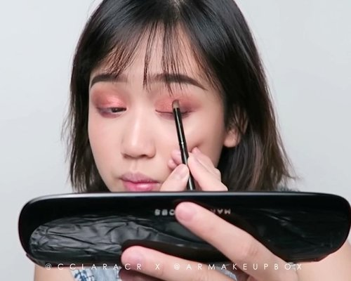 NEW YOUTUBE VIDEO! Link on bio 😘😘In collaboration with @armakeupbox ! Loveeee their makeup acrylic! Super sturdy and high quality for sure!! Product used :- @marcbeauty under(cover) #perfecting primer-marc jacobs #eyeconic multi finish eyeshadow palette-marc jacobs highliner gel crayon liner-marc jacobs #lemarc #lipcreme-#marc jacobs #enamored lip gloss..#indobeautygram #ivgbeauty @indovidgram @indobeautygram #clozette #clozetteid #undiscovered_muas @tampilcantik #tampilcantik