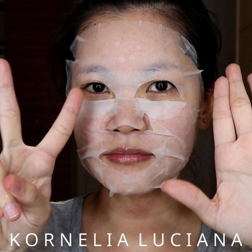 Guys, ada racun baru nih sheet mask murah CUMA 7.000. Eitsss tapi hasilnya dong gak murahan pastinya 😁. Lihat deh before afternya di YouTubeku Kornelia Luciana 😉 (klik link di bio).#SkincareAddicted #SkincareKulitBerminyak #OilySkin #SkincareReview #LuciSkincareRoutine #LuciSkincareReview #sheetmask #MaskSheet #maskerkorea #skincareoilyskin #clozetteid #AltheaKorea