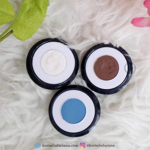 #MakeupReview  Ada yg tahu ini eyeshadow dari mana? Yg jelas made in Indonesia, murah meriah dan pigmentasinya lumayan 👍🏻. Review lengkapnya sudah ada di blog ya www.kornelialuciana.com . #ClozetteID #StarClozetter #eyeshadowmurah #produklokal #Beautyinfluencer #bloggerindonesia #jogjabloggirls #CharisCeleb #wakeupandmakeup
