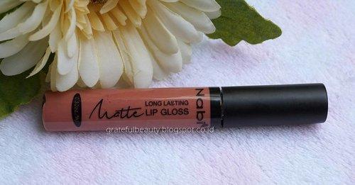 Halo semuanya yang lagi kerja, cek yuk reviewku yang terbaru tentang Nabi Matte Long Lasting Lip gloss ini 😊 Harganya murah meriah lho cuma 40 ribuan, hasilnya oke banget buat dipake sehari2 dan gak kissproof juga 😊  Oh ya Nabi ini kiriman hadiah redeem poinku dari @tampilcantik_com lho 😁  #gratefubeautyblog #clozettestar #clozetteid #makeupreview #lipstikmatte #liquidlipstik #nabicosmetics #mattelonglasting