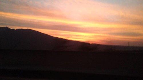 😱😱 dari mobil dikasih pemandangan bagus nih 💕💕 Maaf blur, buru2 fotoinnya dr mobil yang lagi meluncur dengan kecepatan 100km 😁 #clozetteid #beautifulview. #clozettestar #instatoday