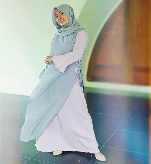 Hola sister☺️ aku lagi pakai Sabrina Dress dari @antiiqahijab ini tuh two tone dress muslim dengan detail lace up side, kombinasi warna pink dan abu-abu yang memberikan kesan 'kalem' 😊 Kerahnya berbentuk bulat dan nyaman saat digunakan, unlined, regular lift dan ada resleting belakangnya juga😍 Comfort banget deh dipakainya😍Kalau mau samaan dgn aku, yuk langsung cek instagrannya @antiiqahijab@clozetteid#ClozetteId  #AntiiqaXClozetteIDReview #Antiiqahijab #ClozetteIdReview #AyundaOOTD #AyundaReview #FashionBloggerMakassar #FashionBlogger #FashionVloggerMakassar #FaashionVlogger #MksBeautyGram #MakssarBeautyGram #IBB #IBV