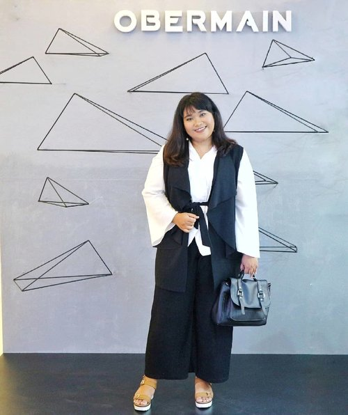 My ootd for Obermain Store Opening. The dresscode was smart casual. And I was pretty bored wearing skirt (and I believe you too) so I choose this cullotes because it's super comfy.  None of this outfits item are new but you can always create a new look by mix and match. . . 👕👖My outer and cullotes are from @adabutistore 👘White kimono top (Haruka White Kimono from @bigissimo.id 👠Shoes from FLD Shoes @mataharideptstore . . #ootd #ootdbigsize #ootdbigsizeindo #fashion #cute #ootdplussize #ootdcurvy #plussizelookbook #ootdplussizeindo #ootdbigsizeindo #curvy #clozetteid #blogger #bblogger #beautyblogger #surabayabeautyblogger #sbybeautyblogger #curvygirl #plussize #bodypositive #celebratemysize #ootdindonesia #ootdindo #curvystyleideasid  #influencersurabaya #beautyhasnosize #missbbwindonesia #ootdredhacs #redhacsmixnmatch