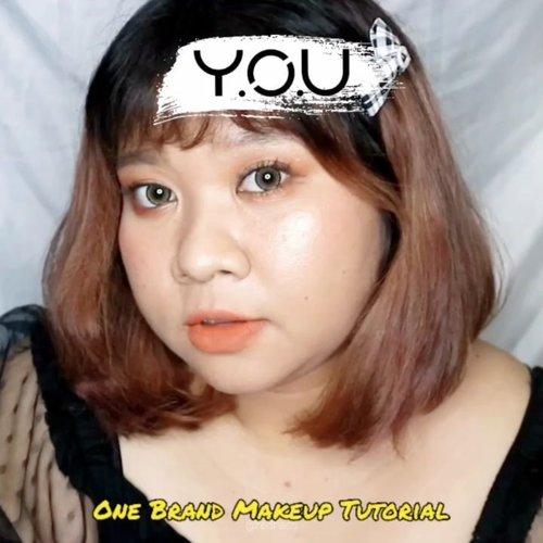 ✨Y.O.U One Brand Makeup Tutorial✨ Yayy. Finally, jadi juga nih video One Brand Makeup Tutorial bareng @youmakeups_id Separuh dr produk-produk ini aku beli di Shoppe official Y.O.U yah. Tapi sebagian lagi aku beli olshop yg basenya di Surabaya. Karena ada beberapa barang yg aku mau udah sold out di official Shopeenya. Produk produk yg aku pakai adalah:   ✨ Flawless Matte Long Wear Foundation 05 Golden Tan.   ✨ The Simplicity Perfect Matte Loose Powder Shade Translucent.  ✨Natural Perfect Eyeshadow Palette Shade Mapple  ✨ The Simplicity Trio Brow Scluptor Natural Brown  ✨ The Simplicity Intense Pencil Liner 02 Brown  ✨ Uplift Lash Mascara  ✨ The Simplicity Flush Blush Shade 06 Raspberry Cream.   ✨The Simplicity Gleam Highlighter Shade 03 Sunkinssed Glow.   ✨ The Simplicity Matte Lip Color 07 Joyful.   Nah, kalau kalian sadar aku pake banyak produk dari series The Simplicity nya Y.O.U.  Series ini yg paling affordable tapi kualitasnya ga kaleng yahhh. Totalnya tuh sekitar 330 ribuan. Dapet sebanyak itu. Worth bgt sih. Yg paling aku rekomen adalah, foundation, mascara, eyeshadow palette dan highlighternya. Favorit bgt semua yg aku sebut diatas. Tapi produk lainnya juga worth to try loh. Karena kualitasnya oke semua. Jujur aku awalnya ga berekspektasi apapun tapi ga mengecewakan sama sekali. Aku bakal update video lengkap di Youtube atau mungkin tutorial lengkap + mini review di blog yah? Enaknya gimana guys. 🤔🤔  Ternyata seru banget bikin ginian hahahaha. Enaknya merek apa lagi yah buat one brand tutorial??? Yg murah aja tapi. 😂😂😂 #Clozetteid #makeup  #makeuplooks #koreanmakeup #cute #ootdplussize #ootdcurvy #shoxsquad #curvy  #curvygirl #plussize #selfie  #endorsementindo #endorsement #bodypositive #celebratemysize  #ootdindo #curvywomanindo  #influencersurabaya #beautyhasnosize #redhacsmakeup