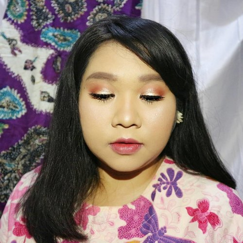 Just your ordinary warm eye look.  I'm using:  Beauty Creation Tease Me palette from @ivabeaute.id . @nyxcosmetics_indonesia Total Control Mesh Cushion Foundation in Classic Chesnut.  @venuscosmeticind Loose Powder in Invisible. @byscosmetics_id Highlighting Trio (mixed) @jordana_cosmetics Blush @mobcosmetic Eyebrow Definer But sorry, i completely forgot what lippie I used for this look. 😢 Last but not least, @wulan_lestari82 Glam 15 lashes. Its currently out of stock tho 😭 #potrait #beautyshoot #ClozetteID #beautyblogger #beauty  #indonesian #bblogger  #instamakeup  #instabeauty #beautybloggerid #beautybloggersurabaya #surabayabeautyblogger