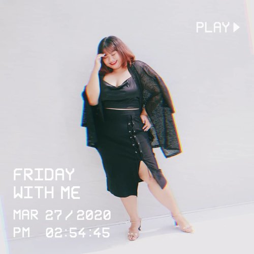 Let's play!  Tapi di rumah masing-masing ya mainnya. Wkwkk.  Lace up pencil skirt from @bigsizejumbo  #endorsement #shoxsquad #ootd #fashion #celebratemysize #clozetteid #plussize #plussizefashion #curvygirl #curvywomanindo
