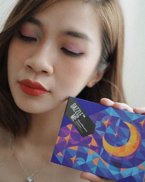 Masih gagal move on sama eyeshadow palette dari @dazzleme.beauty.official ini dari packaging aku udah suka banget.  Eyeshadownya sendiri ada 12 warna dan warnanya ada yang matte dan shimmer,warnanya pigmented banget dan dari segi harga juga bersahabat banget cuma 85k, review lengkapnya ada di channel youtube aku ya beserta produk lainnya,link ada di bio  https://youtu.be/lE_W-d3on9s #shantyhuang #beauty #beautyblogger #blogger #eyeshadowpalette #eyeshadow #dazzlemakeup #koreanmakeup #clozetteid #clozzetedaily