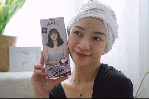 Yuhhu..Mau warnain rambut sendiri di rumah? hemat dan anti ribet🥰 Aku warnain rambut pakai produk hello cream warna cool ash biar keserempet dikit sama Lisa Blackpink  yuk mampir ke channel youtube aku,link ada di bio  https://youtu.be/fENciBO0jqk   #shantyhuang #beauty #makeup #selfie #beautyblogger #warnarambut #beautybloggerindonesia #hellocream #beautyandhairdiaries #tampilcantik #love #koreanmakeup #jakartabeautyblogger #clozettedaily #clozetteid