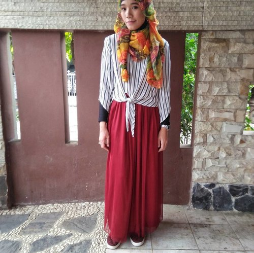 for garden party, wearing sneakers is the best option😊 . #clozetteid #clozette #hijab #hijabi #hijabfashion #fashion #modestfashion #modest #fashionblogger #blogger #bloggerbabesid #lifeasblogger #lifeblogger #lifestyleblogger #hijabiandfab