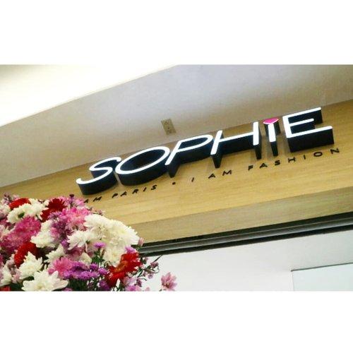 Congratulation Sophie Paris.. Yeaay akhirnya Sophie Paris membuka eTC di Tangcity Mall.Apasih eTC Sophie Paris ?eTraining Center yang merupakan  sarana para member mendapatkan training berbisnis Sophie Paris. Tidak hanya itu disini para member Sophie Paris juga dapat berbelanja dan bertemu serta sharing dengan member lainnya.So,, buat kalian Sophie lovers yang ada di sekitarTangerang jangan lupa datang ke eTC Store Sophie Paris di Tangcity Mall yaa 😘@sophie.paris.id @tangcitymall#beauty #fashion #opening #tangerang #instabeautyblogger #ClozetteID