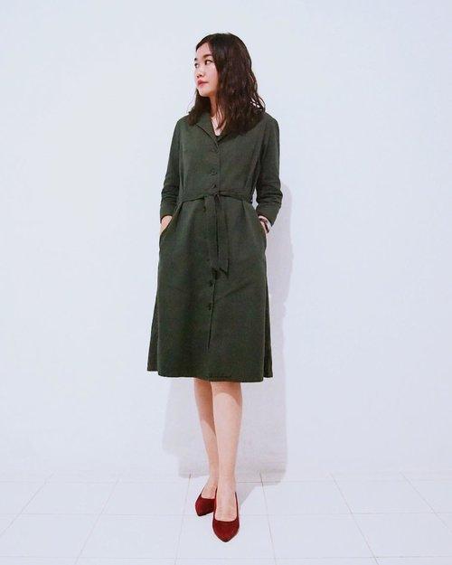 I wore coat dress from UK brand @peopletreeuk, inspired by 40's british fashion little bit. Swipe 👉🏻 - #clozetteid #clozette #personalstyle