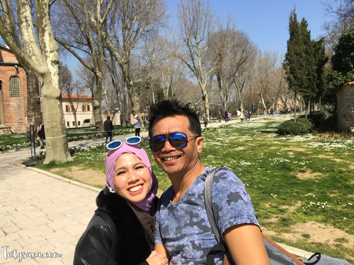 When we went to Turkey, it's supposed to be Spring that day but unfortunately the flowers have not bloomed. But my heart still flowering with your warm love baby 😘😘😘😘 #istanbul #topkapipalace #love #couple #spring #beautifulplace #turkey #bblogger #bloggerbabes #clozetteid #happyholidays #jalan2man