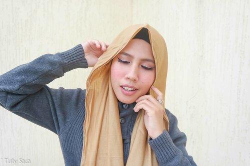 Almost autumn make up look is up on my blog #tutysaca.com ! Go check out, link on bio. #beautyblogger #indonesianbeautyblogger #bbloggers #bloggerbabes #clozetteid #lagirlnudes #makeuplook #makeupjunkie #makeuplover #autumn #autumnmakeuplook #chichijab #beautyhijab #fashionhijab #hijabstyle #makeup