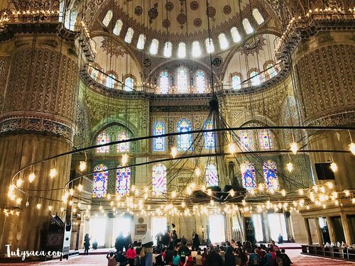 When you're going through something hard and you start wondering where Allah is, just remember the teacher is always quite during a test.- Nouman Ali Khan -#quote #quotelife #quotemuslim #sultanahmetcamii #thebluemosque #istanbul #turkey #turkeytrip #mosque #beautifulmosque #bloggerslife #happyholidays #bblogger #clozetteid