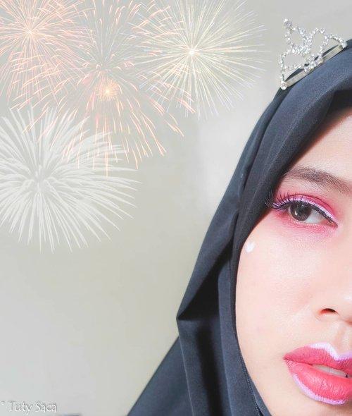 Happy independence day indonesia, Merdeka !!Make up incess hari ni special merah putih....Face : #esteelauderdoublewear, #thebodyshopindo face powderEyeshadow : #morphe #nyxsoftmattelipcream #nyxjumboeyepencilmilk Eyebrow : #elfcosmeticsLips : #nyxsmlccopenhagen #nyxjumboeyepencil #beautybloggerindonesia #beautyblogger #makeup #merdeka #harikemerdekaan #clozetteid #blogger #redwhite #glammakeup #esteelauder #makeuphijab