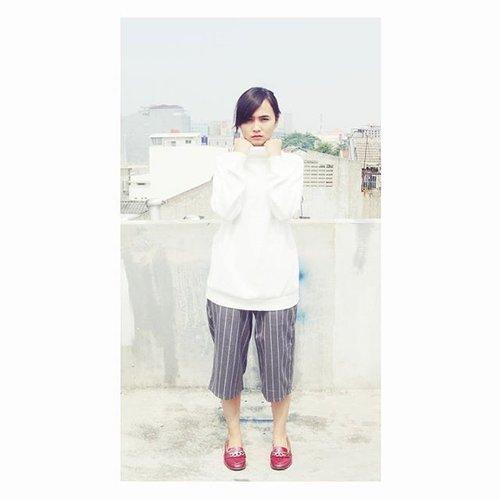 Challenge means when you have to choose one between two  Finally new update on  #think #fashion #sweater #fashion #streetstyle #jakartastreetstyle #fashionstreet #fashionmode #ootd #instafashion #bloggerindonesia sia #blogger #fashionlovers #indonesianblogger #indonesiafashionblogger #ootindo @idfashionlook #indonesiafashionlook @fashioninspiration_indo #fashioninspirationindo #picknmatch @myfashionpick @lookbookindonesia #lookbookindonesia #ootdIFW #ootdkawaii #omgkawaiiid #ClozetteID #dandansenin