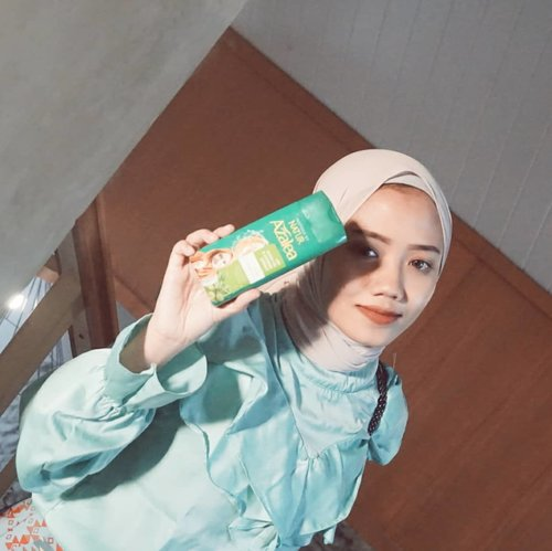 Using this @azaleabeautyhijab Shampoo With Gingseng Extract for my hair care routine🌿#NyamanDiRumah #AzaleaBeautyHijab #ClozetteID