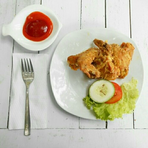 chicken wings for lunch? why not?🍗🍅 #clozetteid #food #lunch #chickenwing #lifestyle #snack