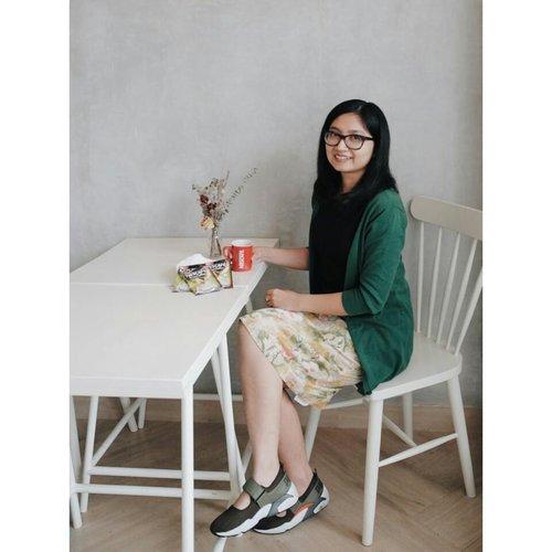 Abis kerja seharian, cocok banget nih nyeduh NESCAFÉ Green Coffee. Bikin relax lagi setelah capek mikir 😆 Biji kopi hijaunya nih banyak kandungan antioksidan yang bagus buat kesehatan loh. Ngopi yang bermanfaat nih judulnya. Kamu udah nyoba? . . . #PancarkanPercayaDirimu #NESCAFExClozetteID #Clozetteid @Nescafe_Indonesia @clozetteid