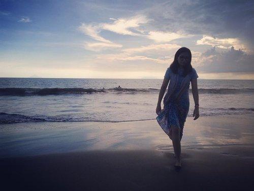 #latepost #beach #ootdindo #clozetteid #pantaianyer #anyerbeach