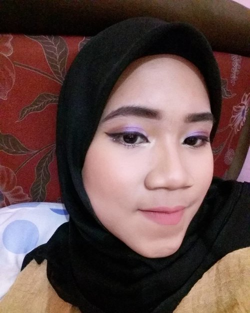 "My version of ""genuine look"" using @wardahbeauty  Ikutan yukk @maimunahsm @fannyfitrilstr @sakhiks hehe :3 . . . #WardahMakeupChallenge #WardahYouniverse #ClozetteID #sorryformention #wishmeluck #purple #smokeyeyes"