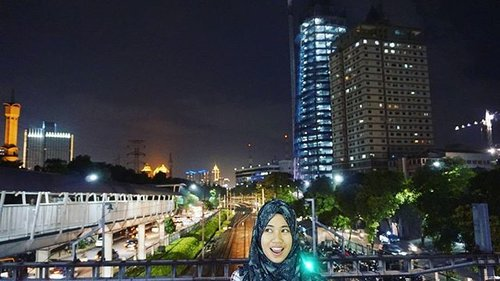 Alhamdulillah It's Friday♥  Lensed by: @maimunahsm  #tgif #nightview #fridaynight #kotajakarta #malam #onthetop #clozetteid #clozettedaily