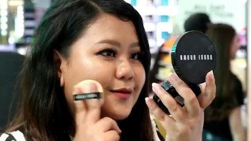 If you're fan of Bobbi Brown products like us, you'll be thrilled to know that @bobbibrownid is now available at @sephoraidn. Today, @tiffanikosh @gianciana @larassitafaza and I got a chance to visit the launching of Skin Long-wear Weightless Foundation Full Cover Cushion Compact SPF 50 (such a long name 😂), tried the soon-to-be-hyped cushion, and fell in love instantly. In the video, You can watch how we have so much fun trying the products. You can experience the same excitement by visiting Sephora and trying the products by yourself. Have fun!#BobbiBrownID #bobbibrownskinlongwearweightlessfoundation #clozetteID #sephoraidn