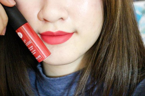 This super easy-to-glide-on lip cream is from @absolutenewyork_id in shade of #Alv10 Pin Up. Full review will be on my blog soon! 💄💋 #clozetteid • • • • #ABSOLUTENEWYORKINDONESIA #AbsoluteNY #ANYxClozetteIDReview #ClozetteIDReview #ClozetteID #beautyblogger #beautybloggerindonesia #bblogger #bloggerbabes #indonesiabeautyblogger #indobeautygram #makeuplover #makeupjunkie #makeup #lipstickjunkie #lipcream