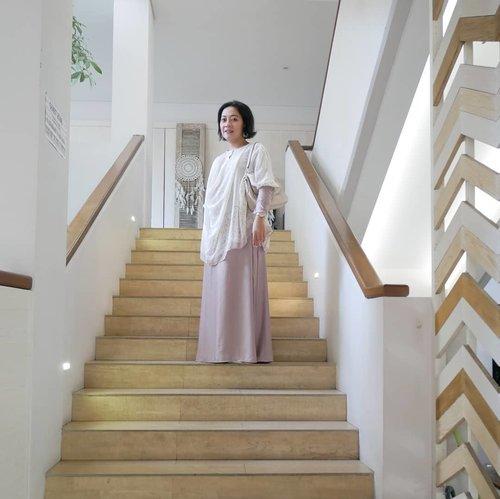 Hello morning! Throwback to muka ngos-ngosan abis naik tangga ke lantai 4 😀 . 📷 @fachreza . . #Hello #Clozetteid #beehivebandung #MiFamilia