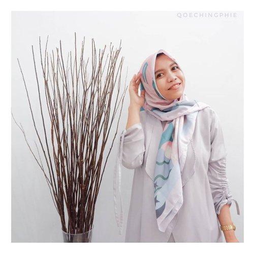 Bebs,Sebagai muslimah, hijab itu adalah identitas diri yang selalu kita kenakan kemanapun kita pergi, kecuali mungkin dirumah, itupun dengan mahram kita atau suami.Nah makanya buat aku penting banget nih memilih hijab yang nyaman dipakai sepanjang hari tapi juga tetep bisa tampil kece dan stylish.wandakiah.id  hadir sebagai solusi bagi kita para muslimah dalam memilih hijab yang nyaman, tapi juga tetap stylish. Dengan desain hijab kekinian yang menunjang penampilan.Kepoin langsung IGnya ya beb di wandakiah.id#KitaRevurian #RevuIndonesia #wandakiah #ecovoal #hijabprinting#hijab #hijabers #hijaberscommunity  #stylehijab #ootd #ootdfashion