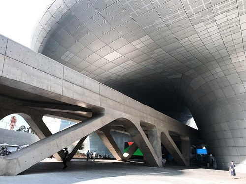 Such a breathtaking futuristic building designed by Zaha Hadid.  #clozetteid #mellatravelogue #mellainkorea